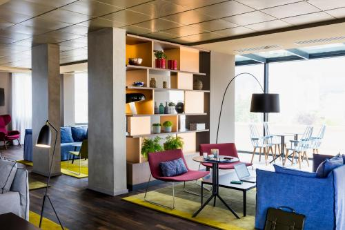 Hotel Pictures: Okko Hotels Paris Rueil Malmaison, Rueil-Malmaison