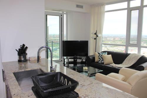 Hotel Pictures: Elite Suites - Deluxe Corner Apartment, Mississauga