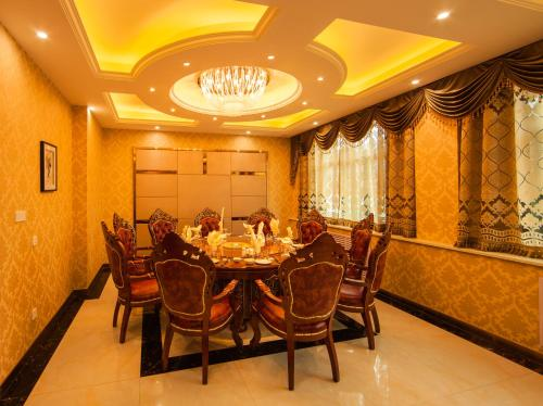 Hotel Pictures: Dunhuang Western Hotel, Jiuquan