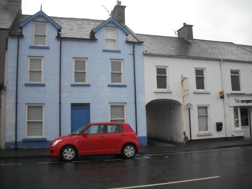 Hotel Pictures: The Blue House Apartments, Bushmills