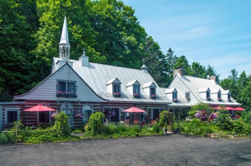 Hotel Pictures: Le Petit Clocher Gite Touristique B & B, Saint-Sauveur-des-Monts