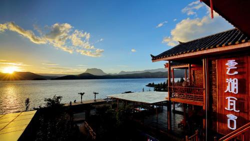 Hotel Pictures: Sky Lake Resort, Ninglang