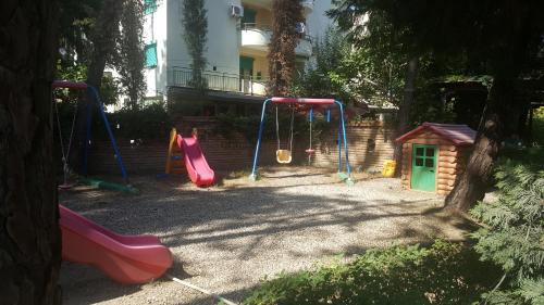 Hotellikuvia: Vila Kapiten, Golem
