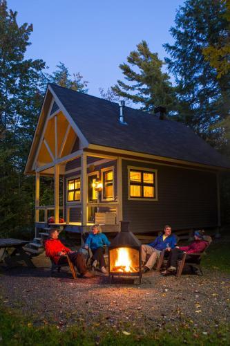 Hotel Pictures: Parc national des Monts-Valin - Sepaq, Saint-Fulgence