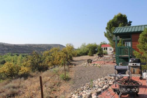 Verde Valley Canyon View Cottage 3