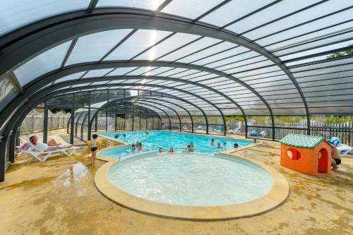 Hotel Pictures: Camping le Kergariou, Clohars-Carnoët
