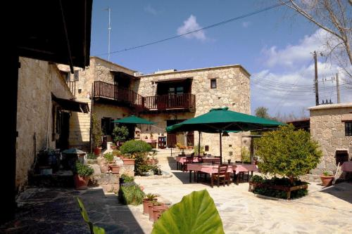 Hotel Pictures: Amarakos Guesthouse, Kato Akourdalia