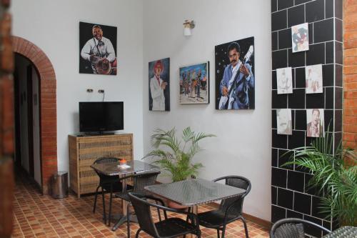 Salsa Peñon Inn