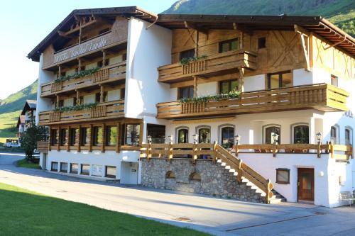 Foto Hotel: Hotel Landle, Galtür