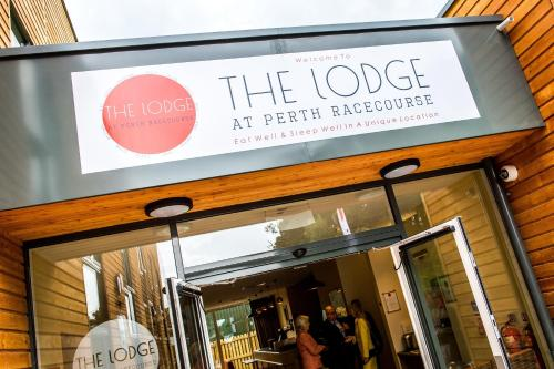 Hotel Pictures: The Lodge At Perth Racecourse, Perth