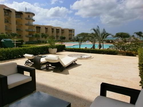 Hotel Pictures: View Garden Two-bedroom condo - A145, Palm-Eagle Beach