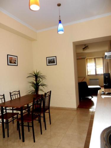 Fotos del hotel: 4-Bedroom Apartments on Republic Square, Ereván