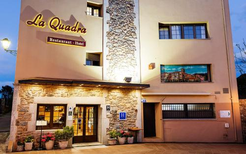 Hotel Pictures: Hotel-Restaurante La Quadra, Maçanet de Cabrenys