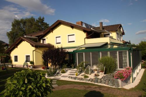 Photos de l'hôtel: Ferienwohnungen Martha, Obersammelsdorf
