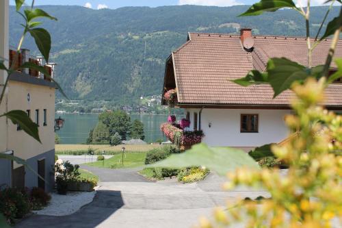 Hotellikuvia: Pension Neuhof, Ossiach