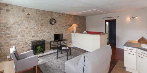 Hotel Pictures: Les Remparts - Hotel Le Challonge, Dinan