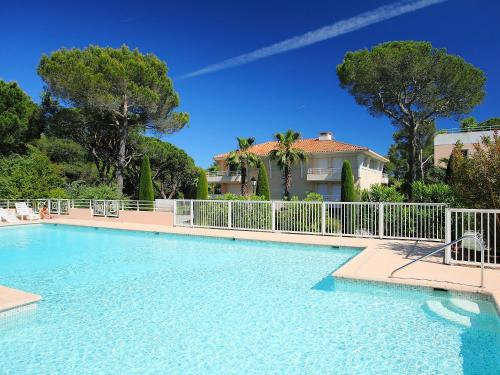 Hotel Pictures: Le Green 2B1-2, Valescure