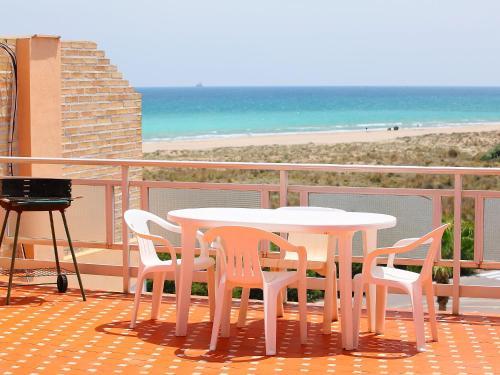 Hotel Pictures: Playa Almardá Mar Azul, Almarda
