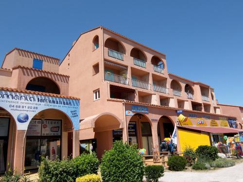 Hotel Pictures: Le Central Beach, Plage d'Argelès