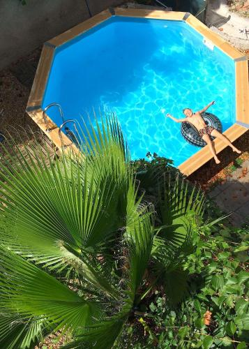 Loft petite piscine commune