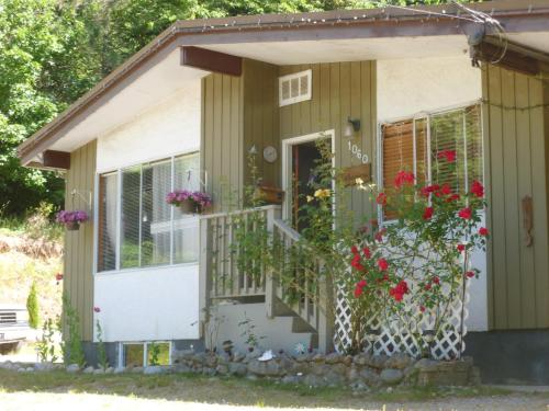 Hotel Pictures: Granny's Guesthouse, Gibsons