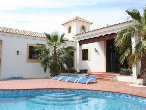 Hotel Pictures: Villa Dee Marie, Llobregales