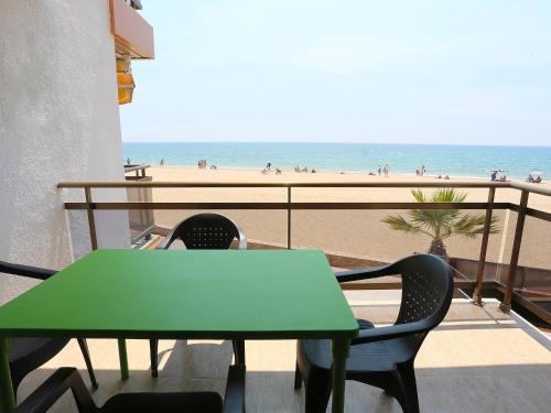 Hotel Pictures: Edificioo Mem Ling, Vilafortuny