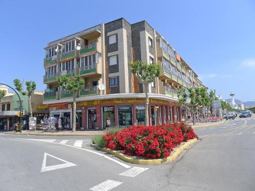 Hotel Pictures: Edificio Catalunya, Empuriabrava