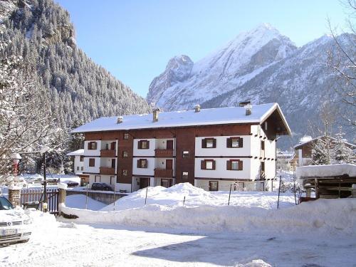 Canazei Ski Apartments 1