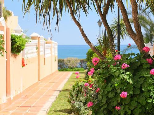 Hotel Pictures: Las Gaviotas A5, Benagalbón