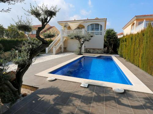 Hotel Pictures: Urb Ampolla Mar, LAmpolla