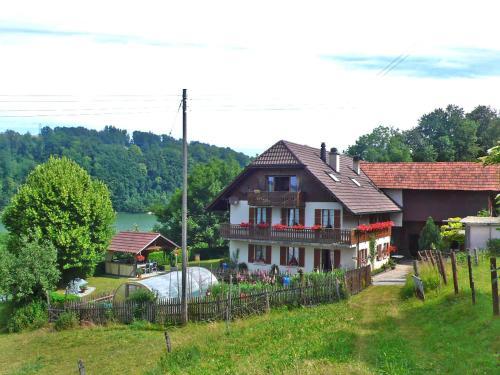 Hotel Pictures: SeeSicht, Düdingen