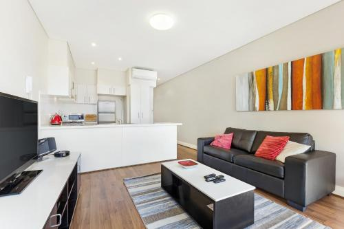 Un lugar para sentarse en Glebe Self-Contained Modern One-Bedroom Apartment (8 COW)