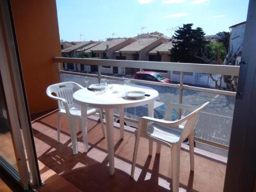 Hotel Pictures: Rental Apartment Alberes - Port-La-Nouvelle, Port-la-Nouvelle