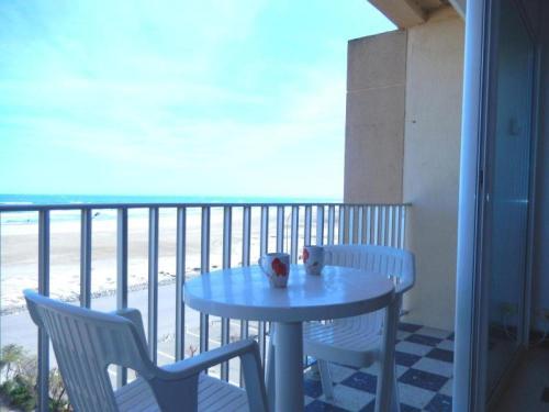 Hotel Pictures: Rental Apartment Mediterranee II- Port-La-Nouvelle, Port-la-Nouvelle