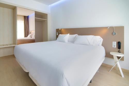 Hotel Pictures: B&B Hotel Donostia Aeropuerto, Oiartzun