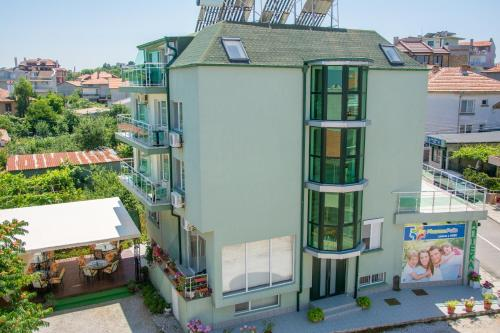 Hotellikuvia: Hotel Debi, Chernomorets