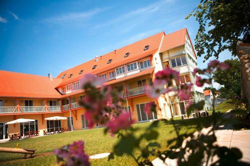 Hotel Pictures: , Nördlingen