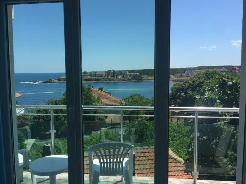 Hotel Pictures: Guest House Martina, Ahtopol
