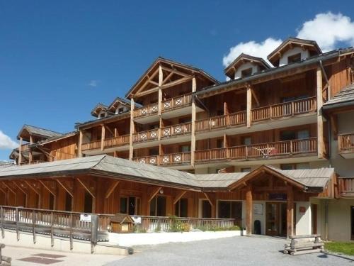 Hotel Pictures: Rental Apartment Bois Mean 1, Les Orres