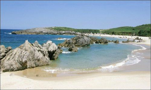 Apartamentos playa de tor llanes book your hotel with - Bricia llanes ...