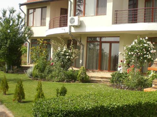 Villa Rose, Almond Hills