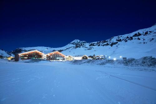 ホテル写真: Robinson Club Alpenrose Zürs, ツュルス