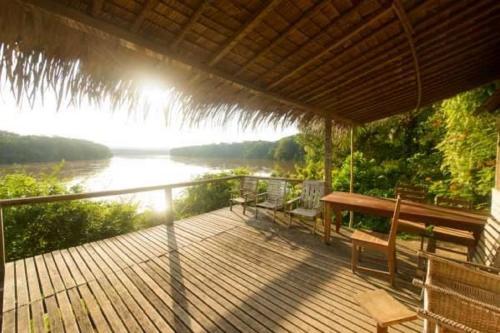 Hotel Pictures: Sangha Lodge, Djomo