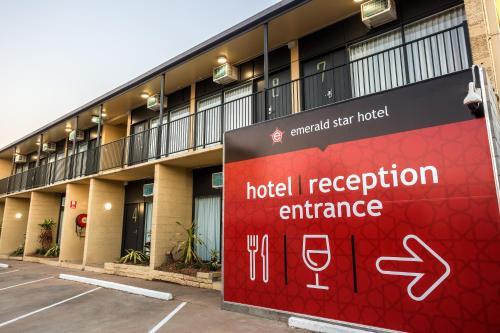 Фотографии отеля: Emerald Star Hotel, Эмералд