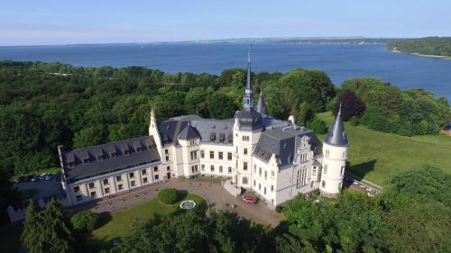 Hotel Pictures: Schlosshotel Ralswiek, Ralswiek
