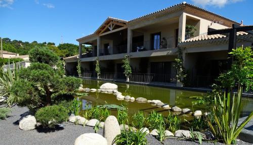 Hotel Pictures: Maison du Lac, Les Angles Gard