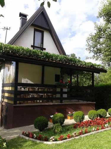 Foto Hotel: Holiday Home Ravne, Visoko