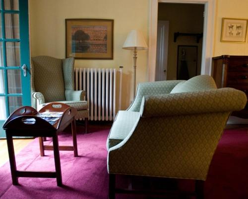 Beverly Hills Inn Review