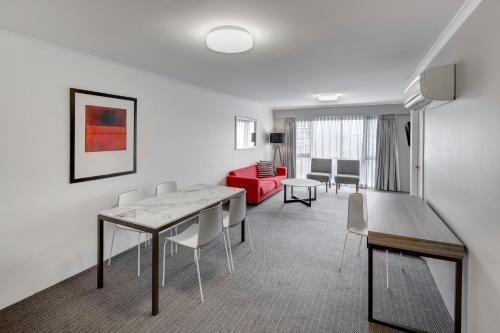 Фотографии отеля: Medina Serviced Apartments Canberra James Court, Канберра